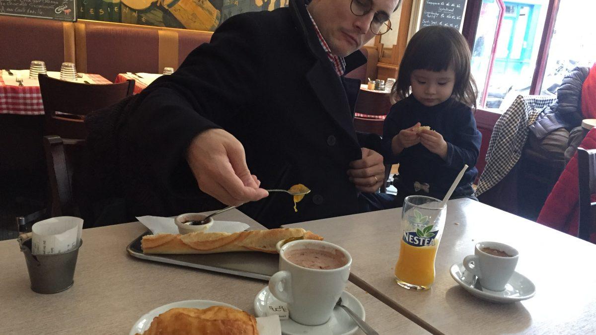 在巴黎吃早餐